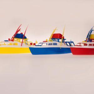Moottorivene Räihä, värit: keltainen, sininen ja punainen