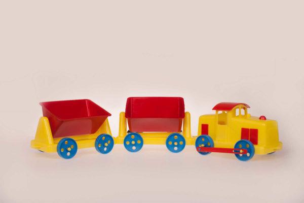 Veturi ja kaksi vaunua